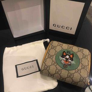 Äkta Gucci börs, skicket är som ny. Kvitto finns även som jag kan skicka en bild på.