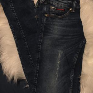 Superfina Tommy Hilfiger denim jeans. Sparsamt använda. Ursprungspris 999 :-
