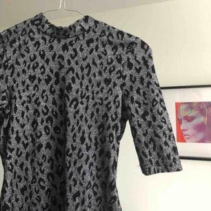 Leopard, silverglittrig polo klänning från topshop! ✨