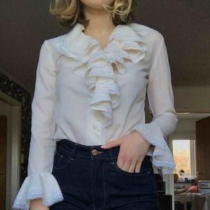 Benvit vintage blus i mycket fint skick! +Frakt 40kr.