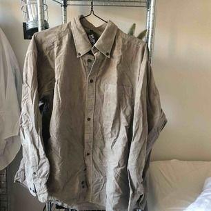 Manchesterskjorta från Humana, frakt 18:-