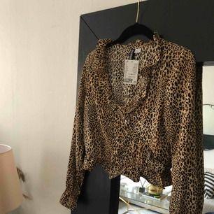 helt ny leopardmönstrad från hm aldrig använd, nypris 199:-