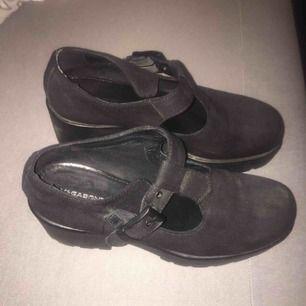 Säljer ett vagabond skor. De är i mycket bra skick. Finns och hämta i Sollentuna