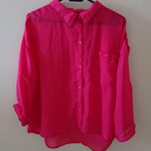 Superfin skjorta med en ficka.