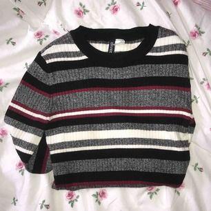Fin tröja från H&M, använd 1-2 gånger, super bra skick och är som ny! Köparen står för frakt💗