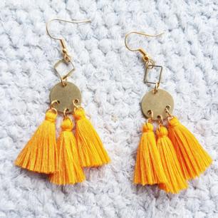 Tripple-örhängen i ny gul, vårig färg! 😍  frakt 10kr.