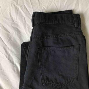 Skitsnygga jeans i culottestil från & other stories som tyvärr har blivit för små för mig, supertråkigt för man ser så bra ut i de. Swish och frakten ingår!