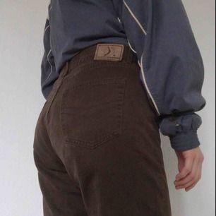 Skitfina vintage byxor från märket boomerang. I fint skick. Frakt på 30 kr tillkommer