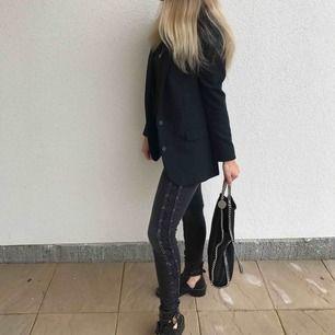 Jeans från Anine Bing. Knappt använda. Frakt 40kr tillkommer.