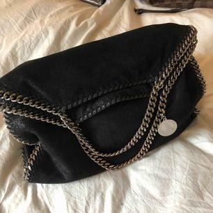 Väska från Stella McCartney.