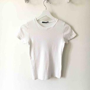 En ribbad t-shirt från Brandy Melville. ☺️