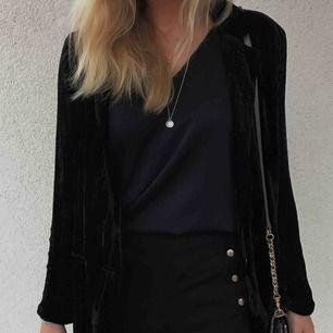 Blazer i sammet från Zara. Frakt 40kr tillkommer.
