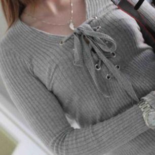 Sparsamt använda tröjor från ginatricot!  Säljer en svart o en grå, 30kr/st Bilder lånade! :) 💜