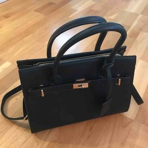 Svart väska, använd endast få gånger
