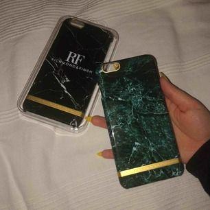 Skitsnygga Richmond & Finch skal till iPhone 6+. Köp båda för billigare pris. Svarta är oöppnad, bra present till någon med 6+ Säljes pga aldrig använda.  Nypris: 450kr styck Pris kan diskuteras, möts vart som helst i Stockholm annars tillkommer frakt.