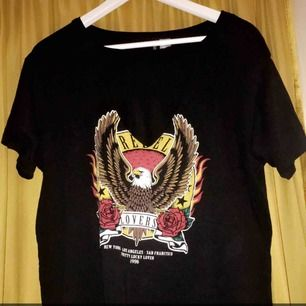 Säljer nu min tröja köpt här på plick har aldrig kommit till användning därför säljes den vidare