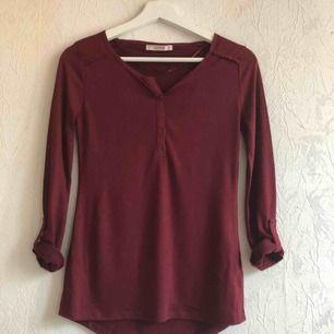 Mjuk och skön tröja från Pull & Bear! Använd ett fåtal gånger och är fortfarande i nyskick!✨