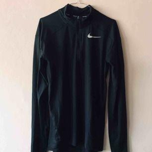 Sparsamt använd träningströja från Nike