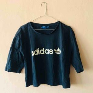 Knappt använd t-shirt från adidas