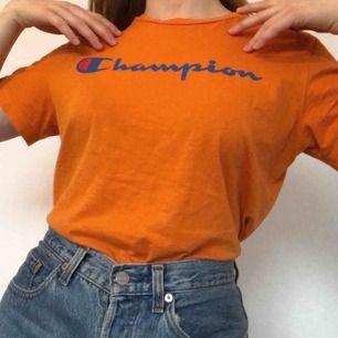 Orange champion tröja i fint skick. Frakt tillkommer