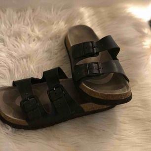 Sköna sandaler! Kan mötas upp i Norrköping eller posta, köpare står för frakt🌼