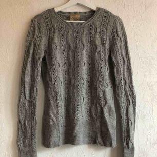 Supersnygg tröja köpt i London! Knappt använd!✨  Obs! En aning liten i storleken!