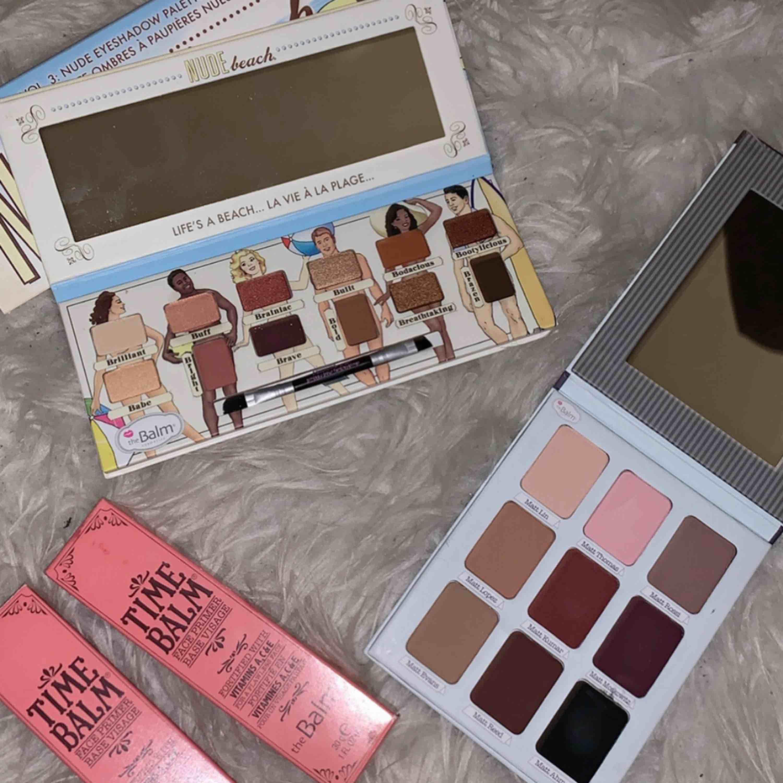 Matte eyeshadow palette 200 Face primer 150 Nude eyeshadow palette 250 Allt oanvänt helt ny Pris kan diskutera. Accessoarer.