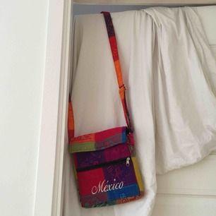 En härlig crossbody väska från Mexico🇲🇽 frakten bjuder jag  på!!