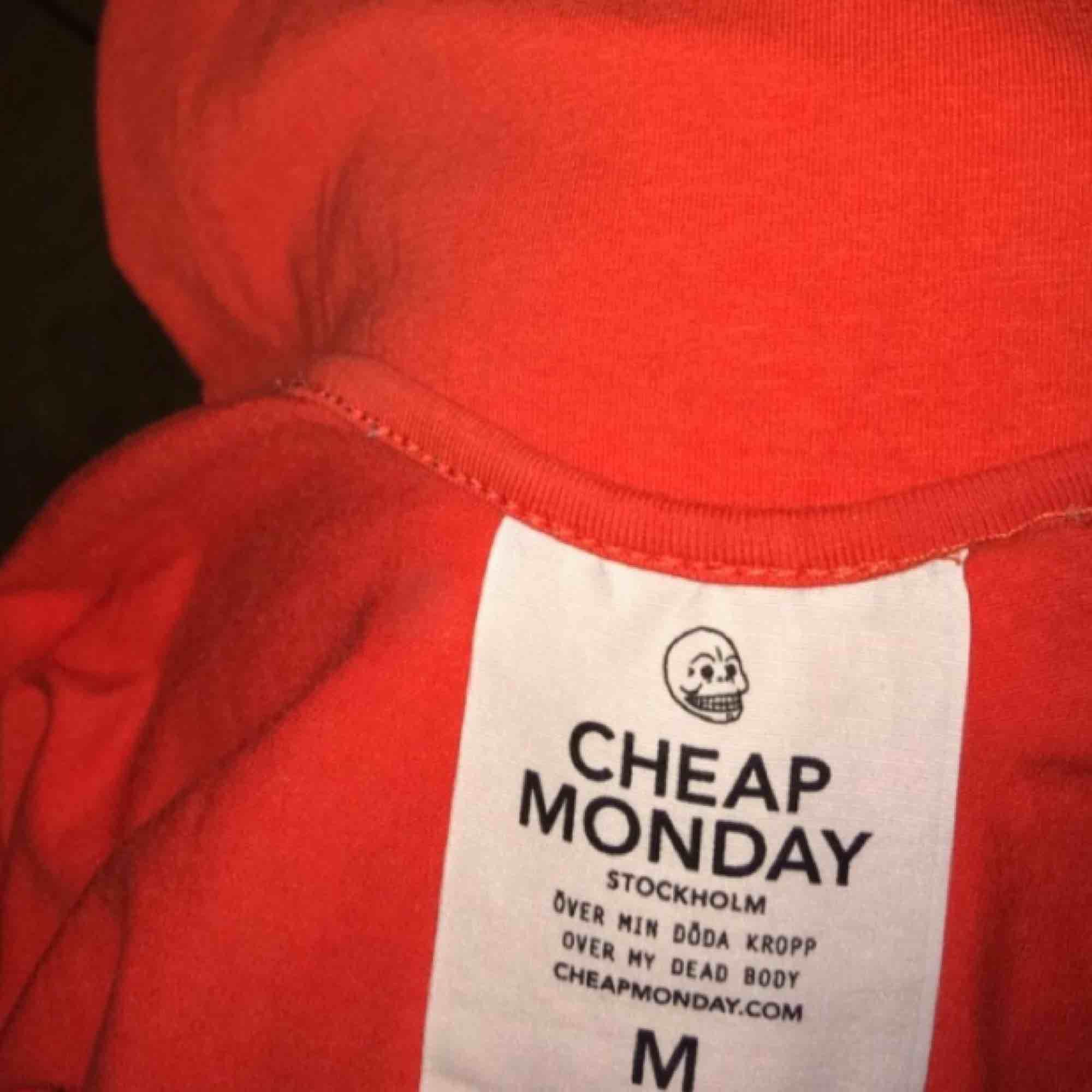 Cheap Monday body i storlek M. Fraktar ej men kan mötas upp och tar endast emot Swish-betalning.. Toppar.