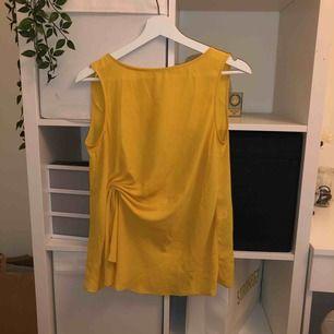 Gul blus från Zara, använd 1 gång