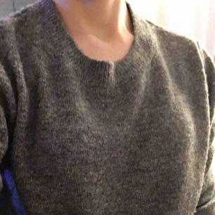 Stickad, mysig och varm tröja från H&M.