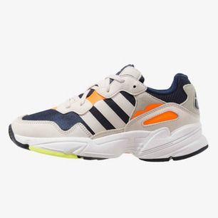 Adidas Originals Yung 96 i stl 40. Aldrig använda, kartong finns kvar. Nypris 999kr, säljs för 600kr. Köparen står för frakt.