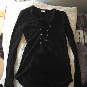 Gina tricot tröja med snörning  Storlek XS