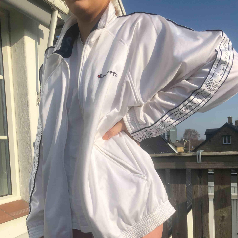 Champion jacka/kofta som knappt är använd. Asnice helt enkelt o oversize. Jackor.