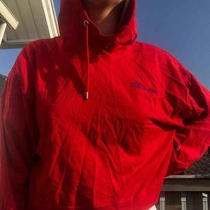Champion croppad hoodie köpt på weekday. Knappt använd men så jäkla snygg. Ostruken nu lol men går ju att fixa lätt