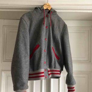 Vintage ulljacka frånButwin. Made in USA. 50-tal.Kan hämtas i Uppsala eller skickas mot fraktkostnad