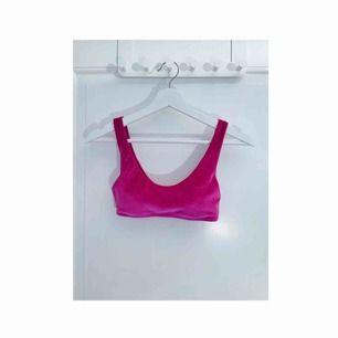 Bikinitopp i velour från H&M. Snygg rosa färg och uttagbara inlägg. Frakt: 18:-