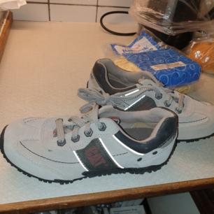 Nya Catepillar fritids skor till skogen eller liknande st 35