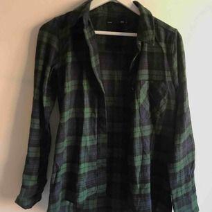Skjorta från Lager157, knappt använd✨ Köpare står för frakt.