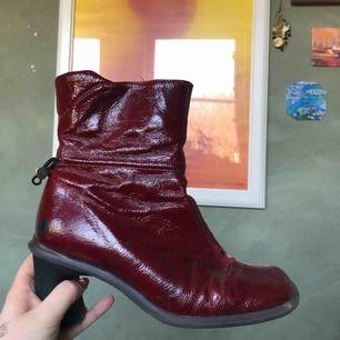 Sååå coola skor, köpta second hand💫Ganska slitna, men inga större skador! Frakt 50kr🥰