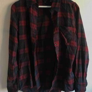 Skjorta från Lager157, knappt använd ✨ Köpare står för frakt.