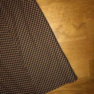 Superfin rutig kjol från monki som aldrig kommer till användning :/ frakten ingår i priset :)