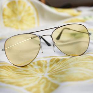 ✨Coola gula solglasögon i 🍋 40 kr + frakt 🍋 Kolla gärna mina övriga annonser jag samfraktar gärna ✨