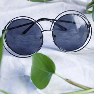 Stora runda glasögon köpa i liten retro-butik. Enbart  använd ett fåtal gånger. 90 kr + frakt 💣