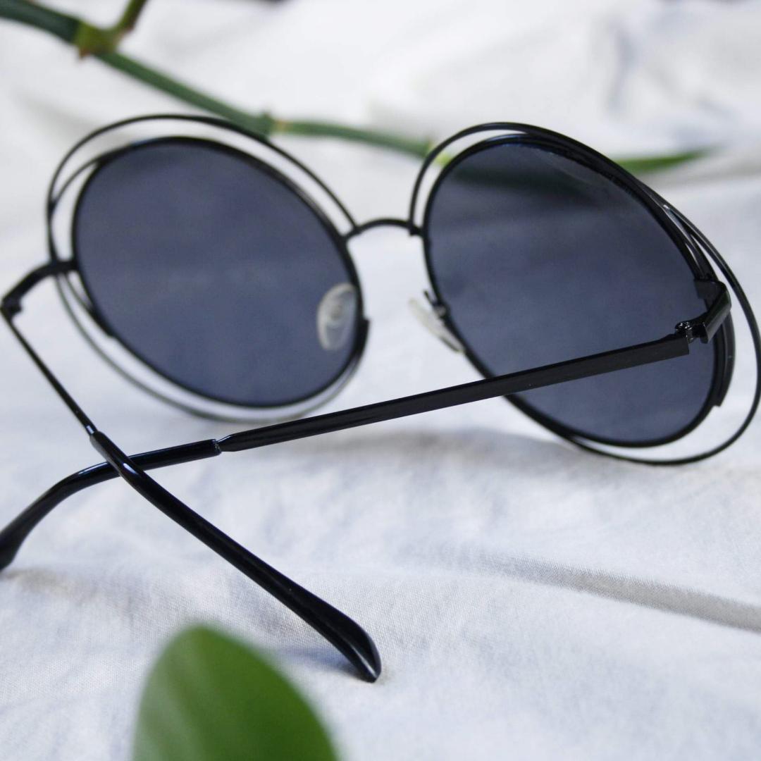 Stora runda glasögon köpa i liten retro-butik. Enbart  använd ett fåtal gånger. 90 kr + frakt 💣. Accessoarer.
