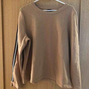Super fin sweatshirt från Gina Tricot. I mycket bra skick!