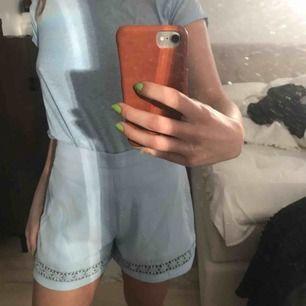 Helt oanvända shorts, prislappen kvar Även tröjan är till salu, 50kr