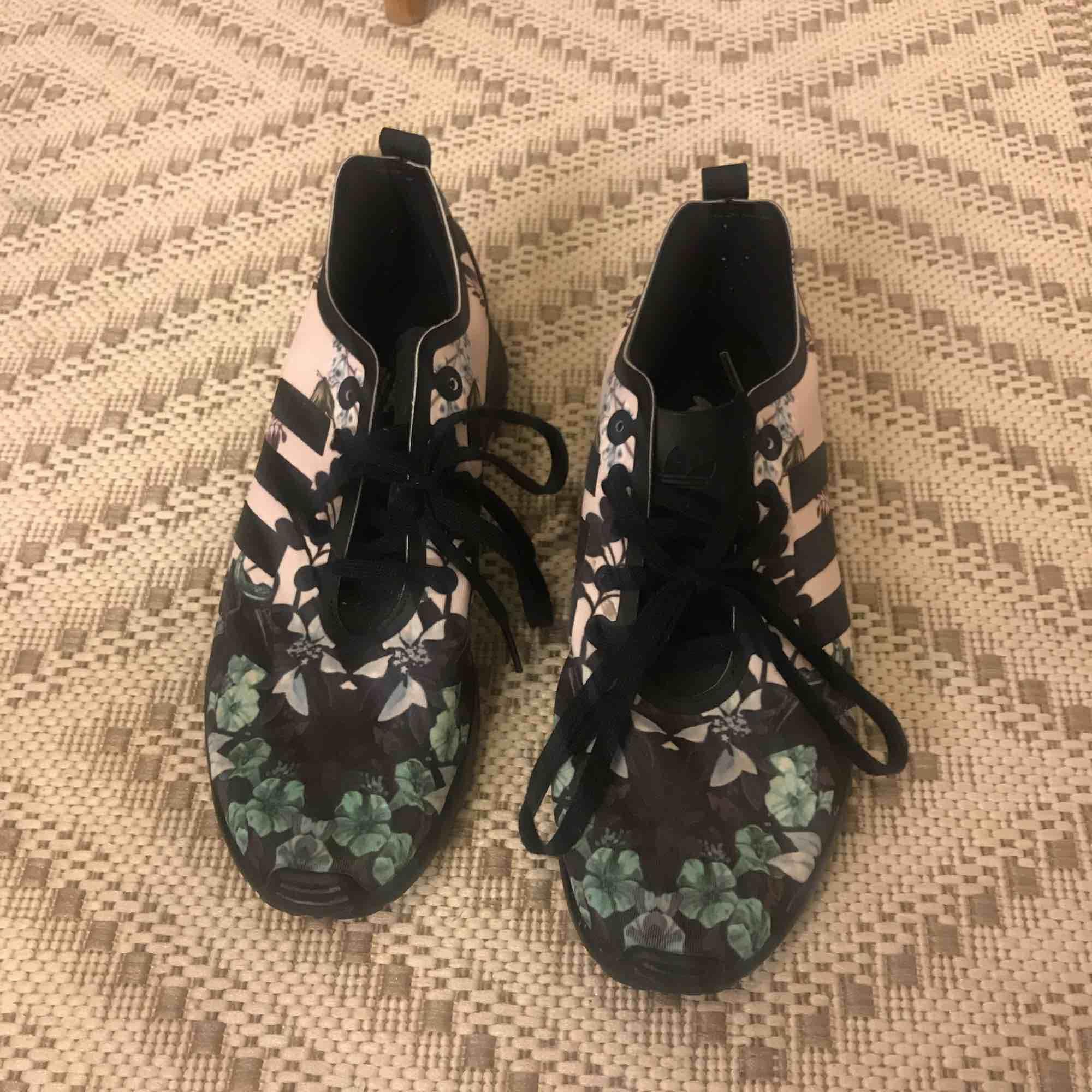 Adidas Torsion sneakers, i ny skick. Skor.