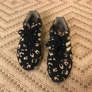 Adidas sneakers, i nyskick