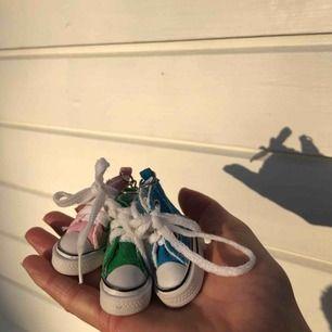 Tre små söta nyckelringar!🌸✨ 15 kr för en och 35 kr för alla 3 ;)